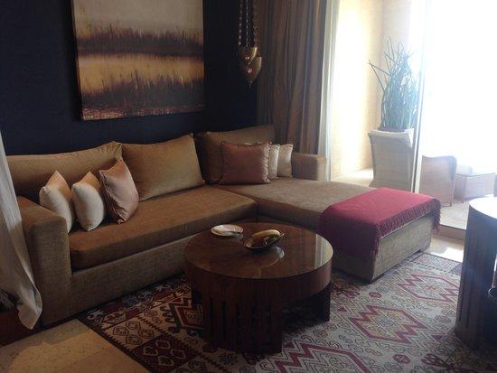 Raffles Dubai : Hotel room sofa area