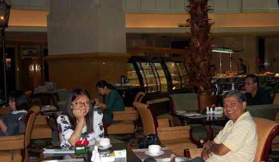 Grand Central Hotel Shanghai: Enjoying a cuppa