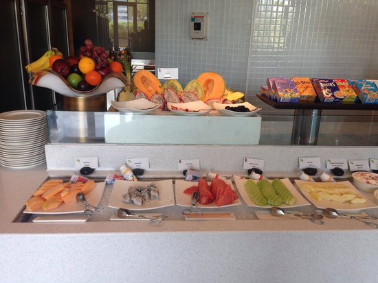 Raffles Dubai: Breakfast buffet at Raffles
