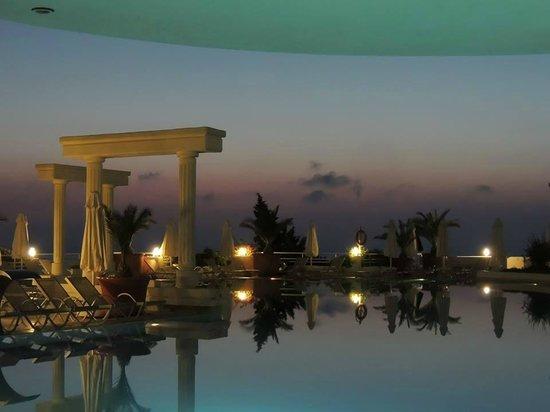 Korumar Hotel De Luxe: En direct de la piscine...SUPER HOTEL