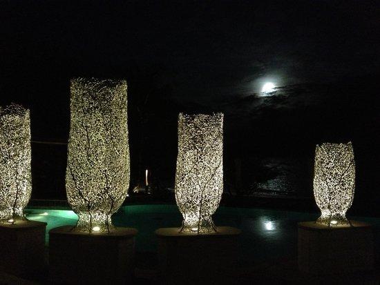Paradee Resort & Spa Hotel: Бассейн ночью