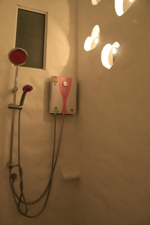 Chaosamran Beach Resort: Bathroom