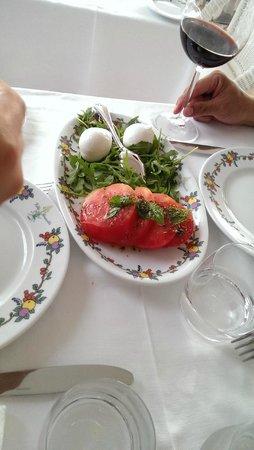 Terrazza Brunella: Fresh and tasty capri salad