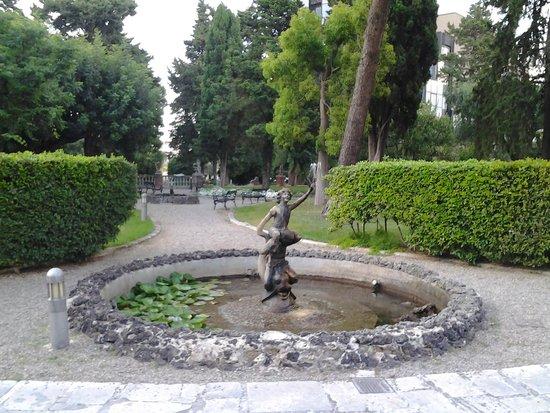 Mercure Villa Romanazzi Carducci : fontana