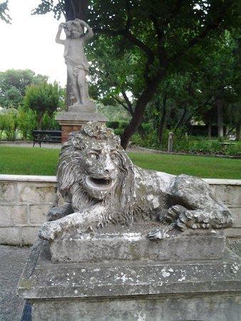 Mercure Villa Romanazzi Carducci: scultura