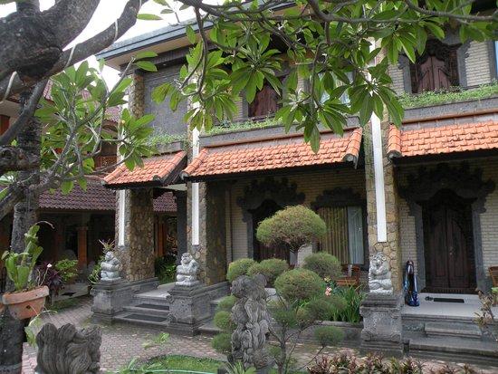 Satriya Cottages: Rooms