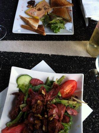 LE SAINT LOUIS: Salade de gésiers, foie gras mi cuit