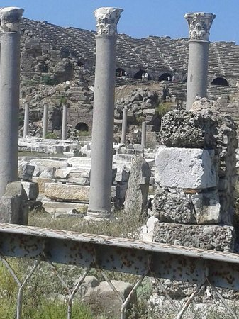 Barut Hemera: The ruins in Side