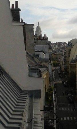 Hôtel Eden Opéra : vue de la chambre vers le Sacré Coeur