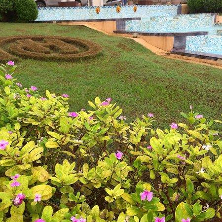 Hilton Salalah: Main entrance garden