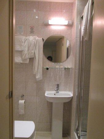 Bayswater Inn: Il bagno della prima stanza