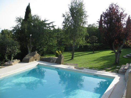 Villa Sensi: A view of the pool.