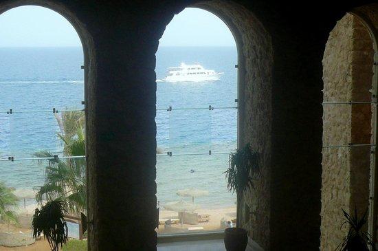 Citadel Azur Resort: вид с ресепшена