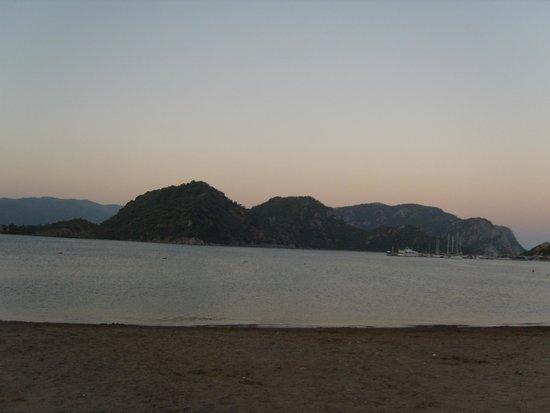 Icmeler Beach: море вечером