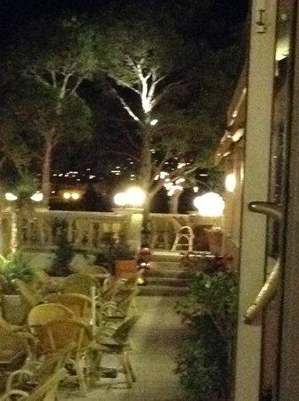 Hotel Grifeu : Terrace and terrace restaurant