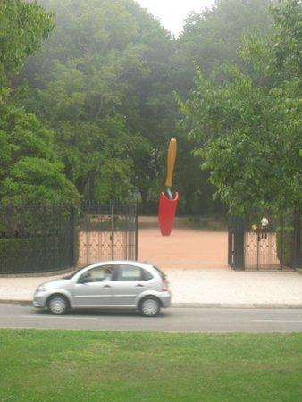 Yellow Bus Tours Oporto : Памятник совку (в прямом смысле этого слова).
