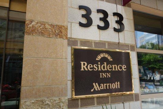 Courtyard Washington, DC/U.S. Capitol: Entrée de l'hotel