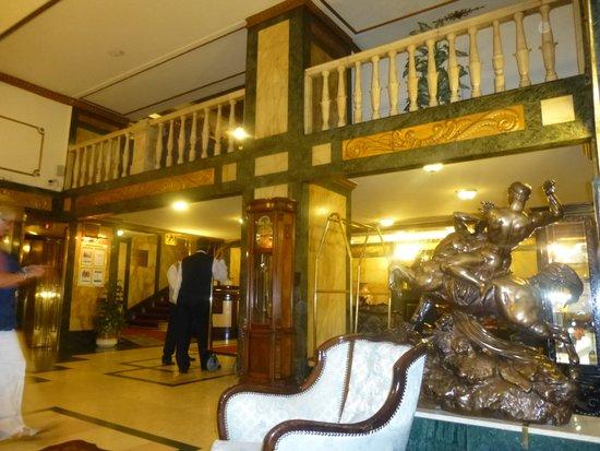 Danubius Hotel Astoria City Center: Hotel Astoria Reception