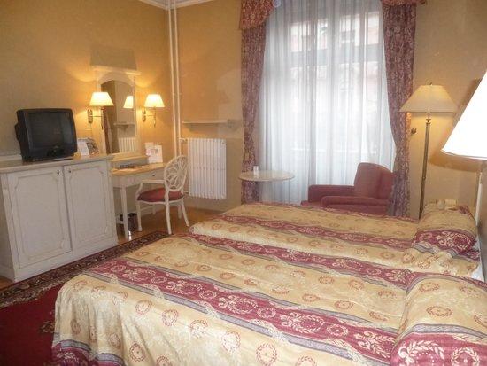 Danubius Hotel Astoria City Center: Confortable and spacious  room