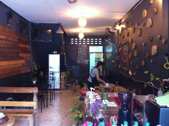 NANGNON COFFEE: coffee shop interior