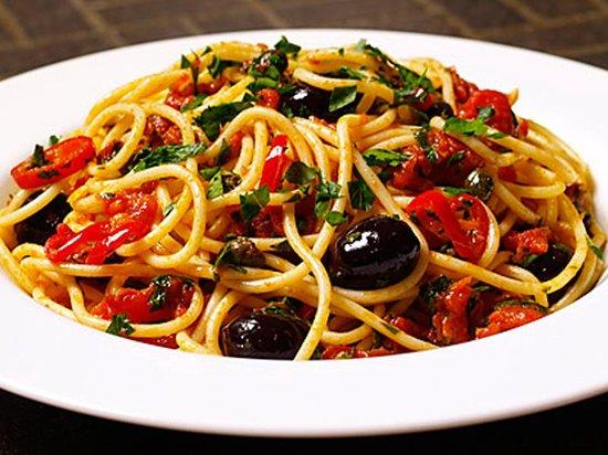 Sapori Del Mondo: Spaghetti alla puttanesca