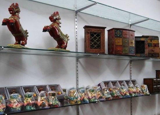 Handicraft Bazaar Stall Picture Of Handicraft Bazaar Udaipur