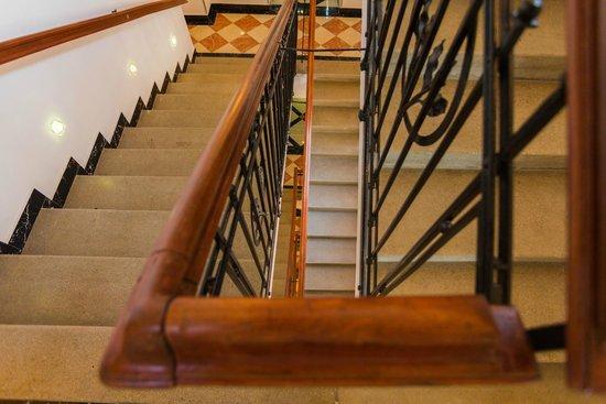 BEST WESTERN PLUS Hotel Arcadia: Stairway