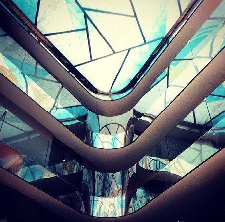 Radisson Blu Hotel, Istanbul Sisli : Light & curves... Lobby