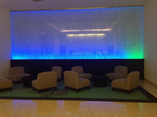 Waikiki Parc Hotel: Lobby is very funky and modern