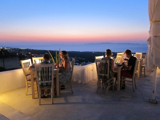 Finikia Restaurant: Just after the sun sets