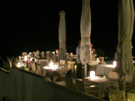 Finikia Restaurant : A romantic place at night