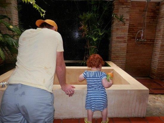 Kata Palm Resort & Spa : outdoor bathroom (grand deluxe)