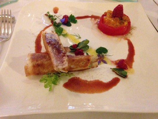 Restaurant l'Auberge : Croustillant de thon mi-cuit , tomate marinée , vinaigrette framboise