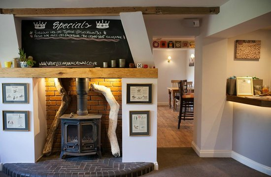 The Crown Great Ellingham nr171le: A bit of style in the main bar...