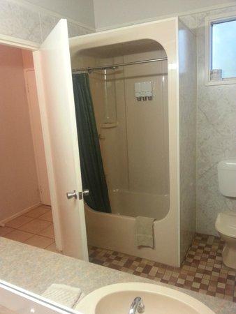 Aurora Kakadu Hotel: doccia....