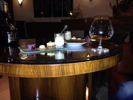 Restaurant l'Auberge : Digestif et mignardise dans le petit salon