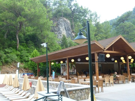 Julian Forest Suites: bar area