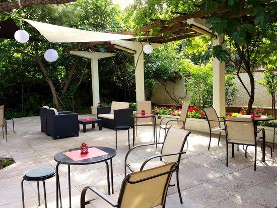 Acropol Hotel: Garden