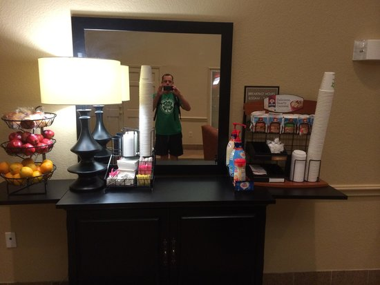 Extended Stay America - Houston - Med. Ctr. - NRG Park - Braeswood Blvd : Oatmeal no hot water. No coffee. 620 am