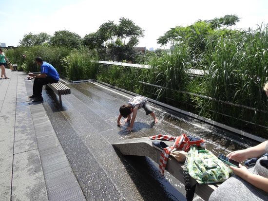 The High Line: There was a nice water play spot for kids of all ages.