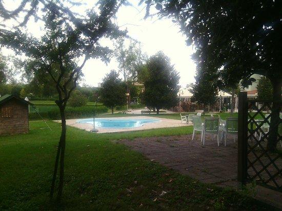 Lago Verde Hotel Restaurant & Park : zero lettini/sdraio in piscina
