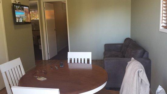Barcaldine Country Motor Inn: Living room