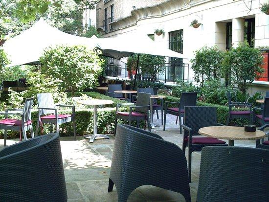 Crowne Plaza London Kensington : Garden area