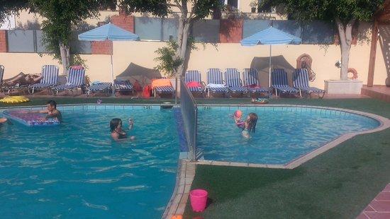 Thalassi Hotel-Apts: fun in the pool
