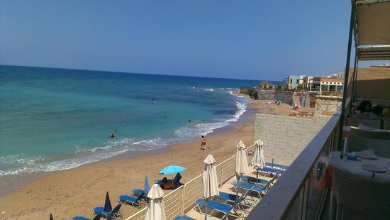 Thalassi Hotel-Apts: beach view from the restaurant