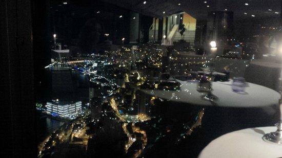 Le Vistaero : Vue Magique de Monaco la nuit de notre table