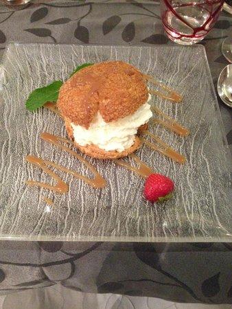 la MARMITE : Choux dans un Choux au Caramel Beurre Salé Crème Vanillée