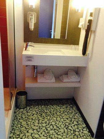 Ibis Styles Lyon Centre Gare Part-Dieu : Salle de bain