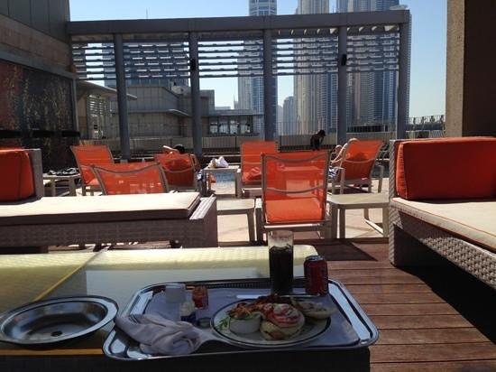 Radisson Blu Hotel, Dubai Media City : breakfast pool