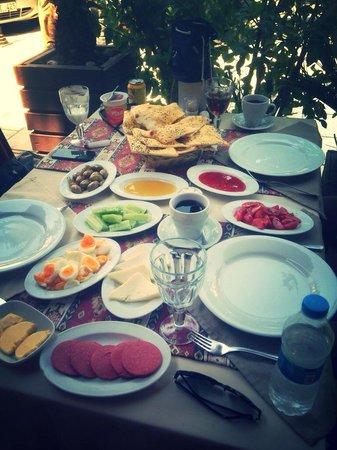 Otantik Grill: Turkish breakfast